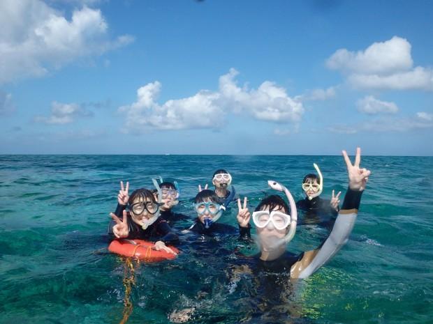 社員旅行で6名が初の体験ダイビングスノーケリングでまず水慣れダイバーと同じ船&場所へ!のイメージ