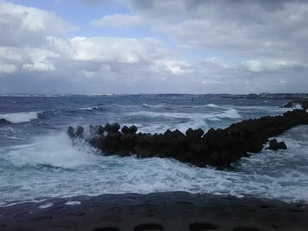 大荒れ沖縄の海!北風に強い北部ビーチで開放感の水中散策