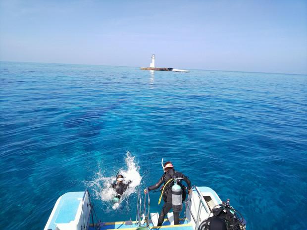 ルカン礁の陸上と水中を満喫!沖縄本島南部沖ボートダイビング