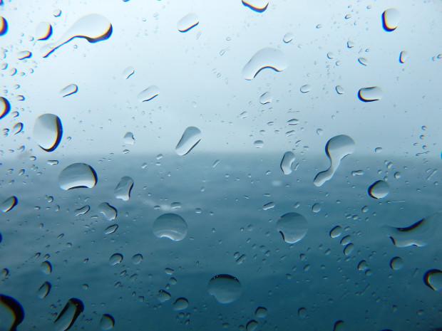 大雨!暴風!続く台風影響、18号も発生で悩ましい沖縄の海