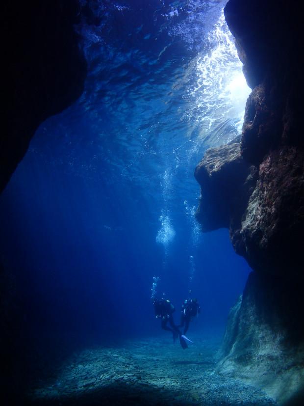 青の洞くつ
